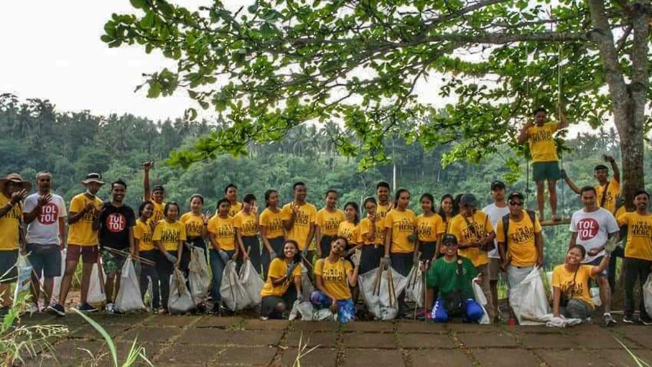 Volunteers with collected garbage